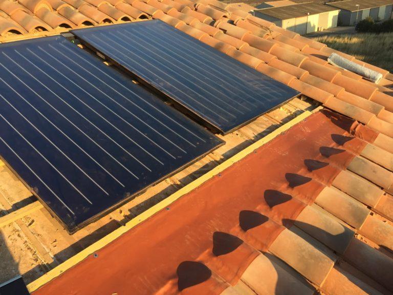 Installation de panneaux solaires thermiques intégrés