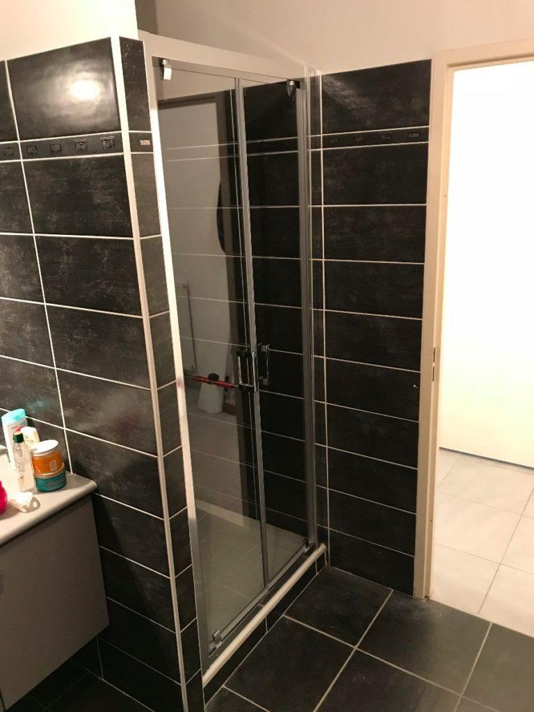 Mise en place d'une paroi de douche